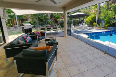 Outdoor Patio & pool