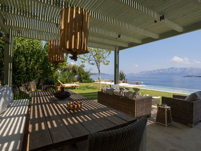 Photo for Exclusive Villa Helena with private salt-water pool, private beach & 2-ebikes
