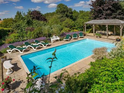 Photo for Luxury accommodation with pool and tennis court in stunning setting.