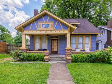 Awesome Charming Spacious Cottage In East Nashville W Multiple Outdoor Spaces Home Interior And Landscaping Spoatsignezvosmurscom