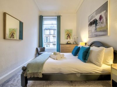 Photo for Modern, Chic 2bed Apt. on Byres Road