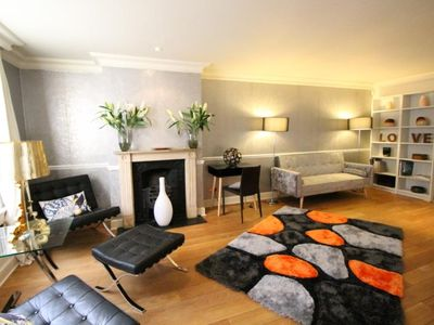 Photo for Smart 3/4 bed townhouse across road from Harrods