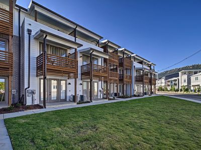 Brand new - Downtown Stunner - Walkable to downtown faves