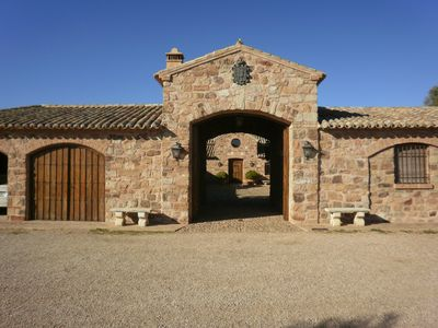 Photo for Magnificent country house in rural property near Valdepeñas recess.
