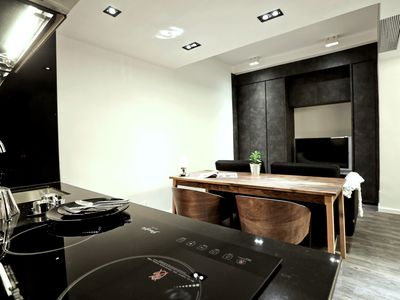 Luxury Studio Apartment Near Causeway Bay [1]