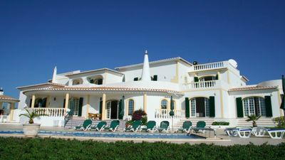 Photo for Large Portuguese-style villa in a residential area on the cliffs of the rocks.
