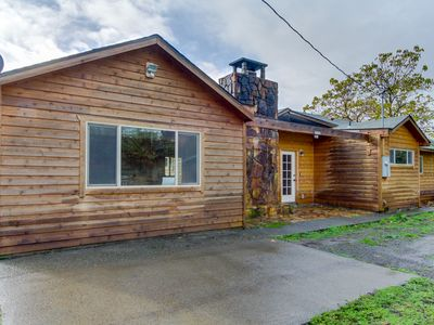 Photo for Peaceful, dog-friendly ranch home in quiet location near Chetco River!