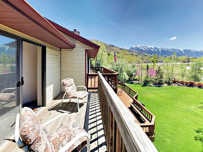 Photo for Spacious 5BR w/ Fireplace, Deck, BBQ & 2 Living Rooms - Near Ski Resorts