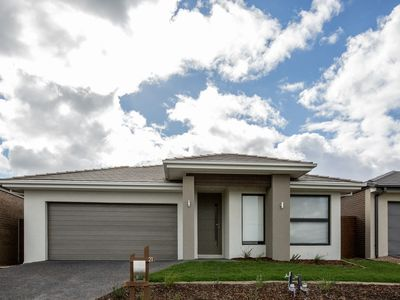 Photo for Lakeside home, Melbourne airport