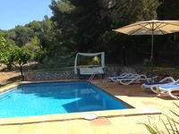Very nice place to stay. Pool is lovely and you can swim and view the orange trees!