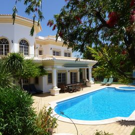 Spacious Villa with Large Pool, Roof Terrace and Panoramic Sea Views