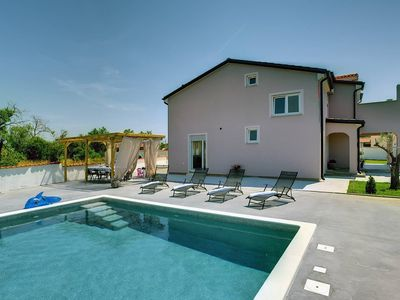 Photo for Holiday house Pula for 8 - 10 persons with 4 bedrooms - Holiday house