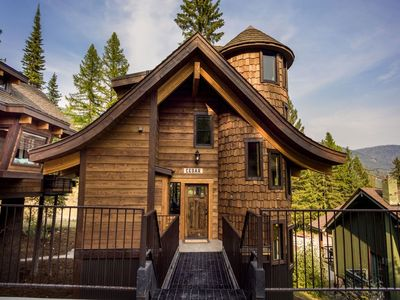Photo for SLOPESIDE with PRIVATE Hot Tub , Sleeps 10- 4 Bath, Luxury Ski-in/Ski-out Chalet