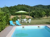 Very well equipped, cosy, comfortable and clean gite. Great location and pool. Friendly hosts.