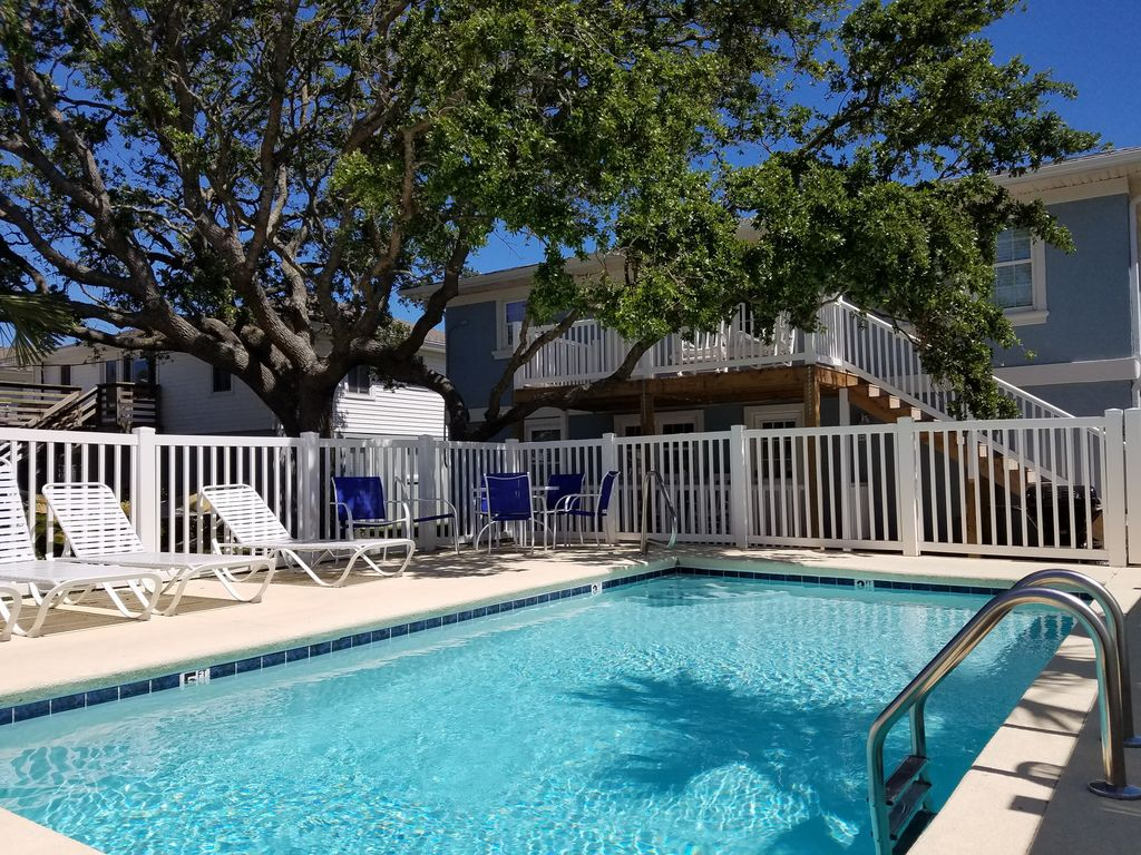 Pet friendly house w pool crescent beach - Pet friendly cottages with swimming pool ...