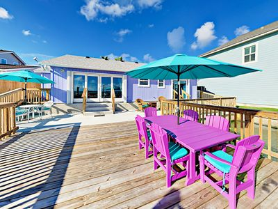 Photo for Island-Style Waterfront 3BR w/ Deck & Private Pier - Winter Texans Welcome