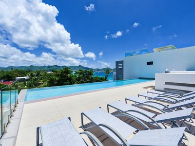 2 bedroom apartment within steps of the beautiful Simpson Bay Beach.