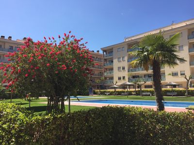 Photo for Duplex apartment with pool, 200m from the sea. Ideal for families and friends.