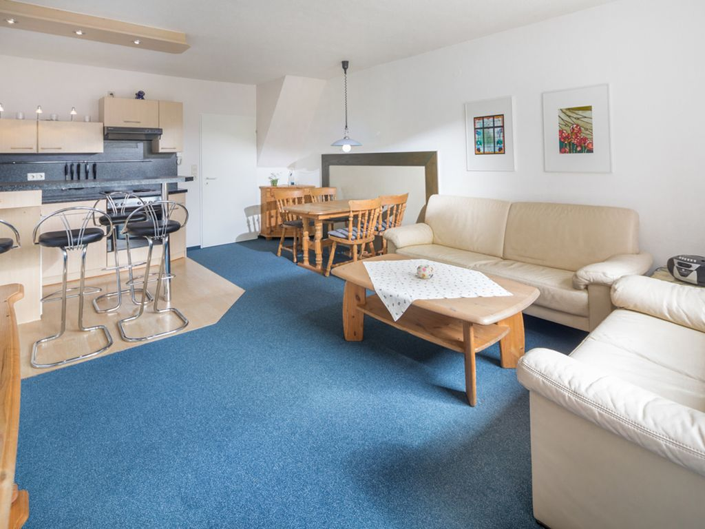 3 room apartment, centrally located in a quiet side street, near the ...