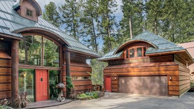 Tranquil Cedars home and separate Guest House over garage.