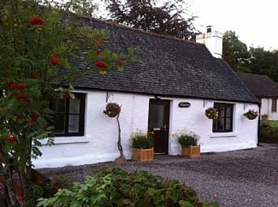 Photo for Quaint Traditional Cottage With Modern Interior, Drumnadrochit, Loch Ness