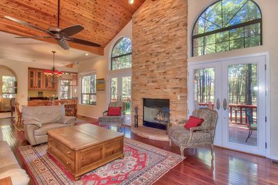 Familyroom - view to deck, private golf course (Aspen) and Mt. Eldon