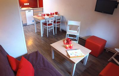 Photo for Surface area : about 25 m². Hall. Level 1 : Living room. Kitchenette with cooking rings, fridge
