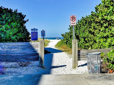 Walk fifty steps to the sandy beach and enjoy the magnificent white sands of Clearwater Beach.