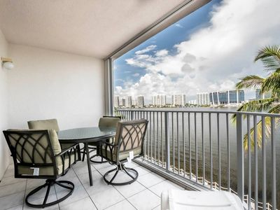 Photo for Le Pelican 404 - Condo 4 people, Sunny Isles