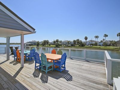 Blue Abyss canal front home 3 bedrooms, 2 full and 2 half baths, sleeps 14!