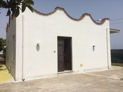 Photo for Independent villa just steps from the sea