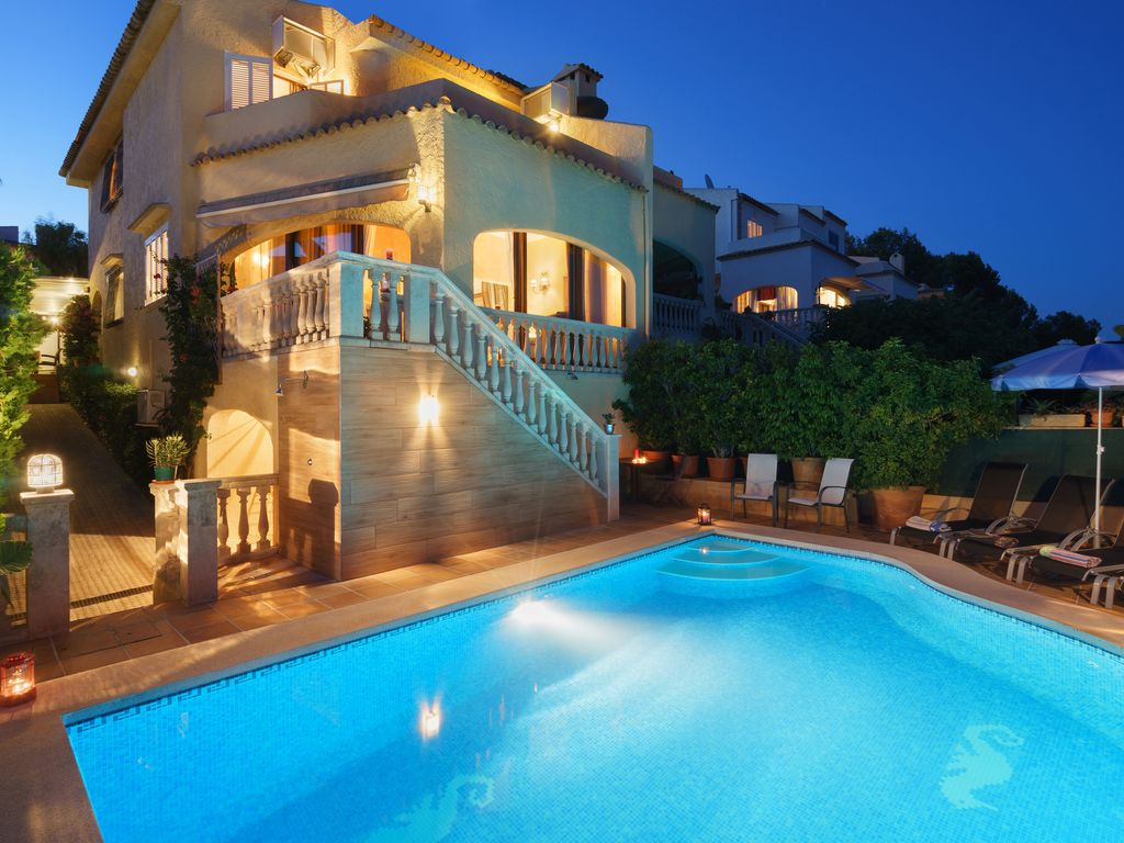 Veuremar Family Holiday villa with private pool in front