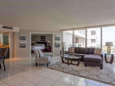 Downtown Miami 4157 | Premium 2BR Waterfront Condo | Free Valet Parking