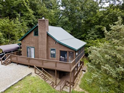Photo for The Cabin Cove Pet Friendly cabin with creek frontage. 3 bedroom