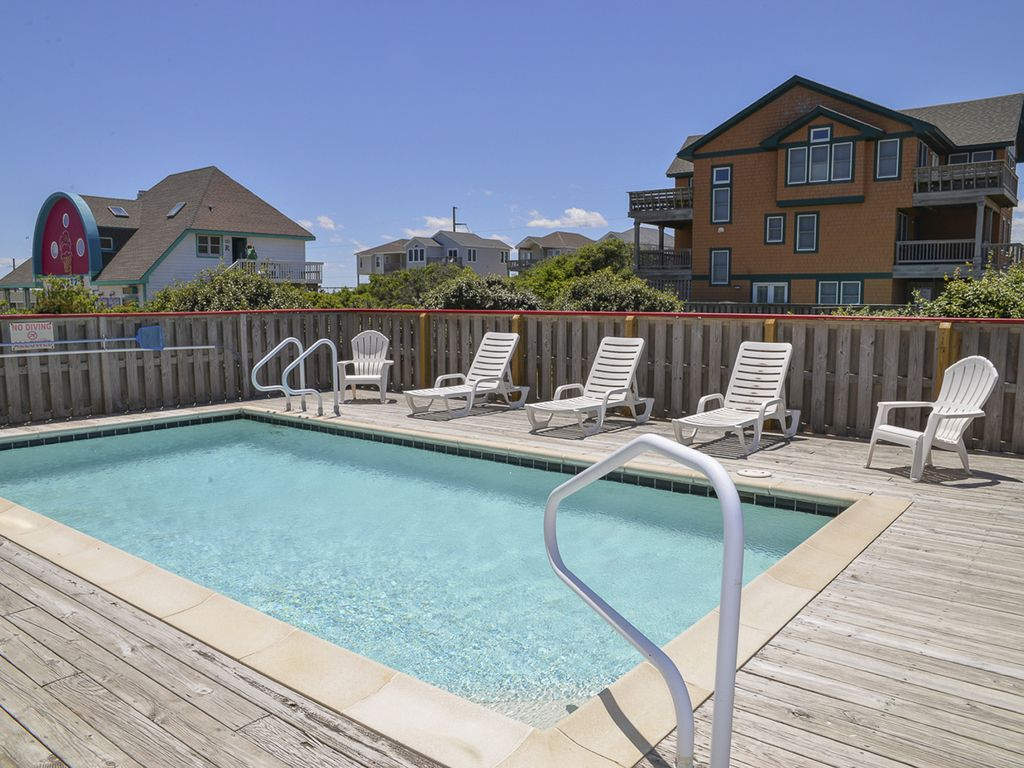 Salt water pool rec room pool table and walking distance for Rec room pools