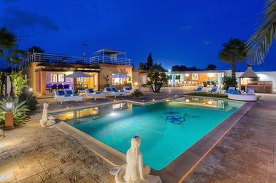 Enchanting villa with private pool, BBQ, chillout and dining areas by night