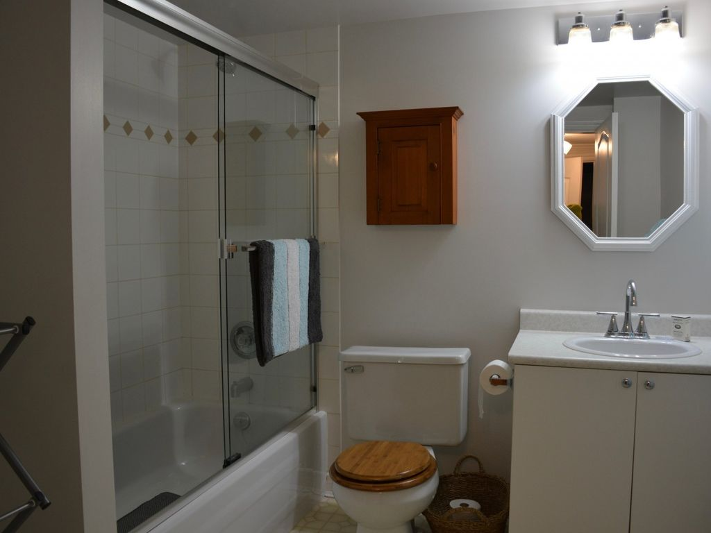 Private Entrance-Fully Furnished-One Bedroom Within Walking Distance to the Ocean