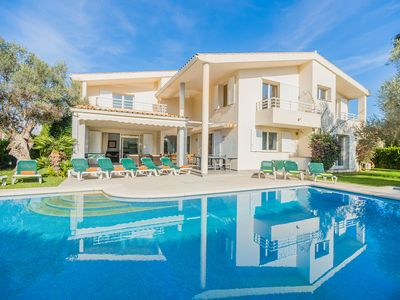 Photo for Villa with private pool walking distance to the beach, bars and restaurants