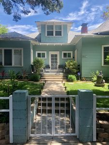 Large Room Available in a Beautiful Victorian Manor in Santa Monica