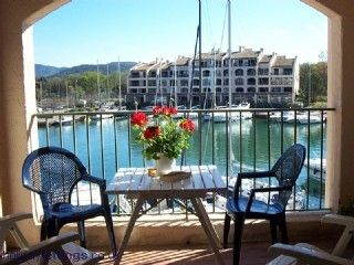 Photo for Delightful sunny waterside apartment in Bay of Saint-Tropez
