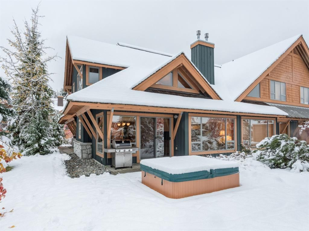 Marvellous montebello townhome vrbo for Montebello cabin rentals