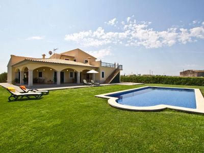 Photo for Pretty, modern holiday home with pool and Internet