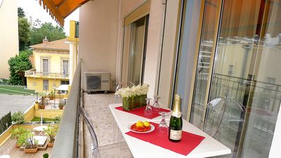 Photo for Family holiday apartment, 110 m2, on the edge of Nice Carre D'or