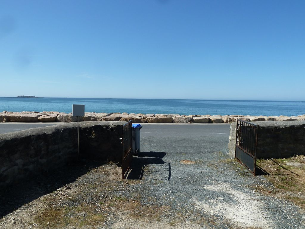 house with garden facing the sea in Cotentin, Bretteville ...