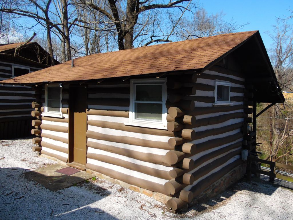 Asheville urban hideaway old cabin charm vrbo for Places to stay in asheville nc cabins