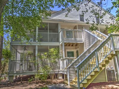 Photo for Pools, Tennis, Beach Shuttle., 2nd Fl. 3BR+Loft Sleeping 8 in 5 Beds, Free Golf, Water Park & More!