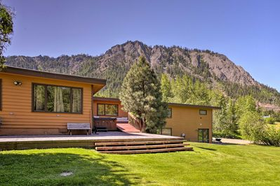 Stay in style at this 8-bedroom, 8-bathroom Cle Elum vacation rental house.