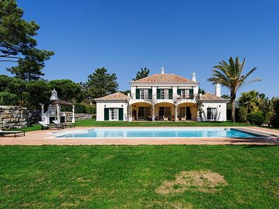 Photo for Superb Villa with Heated Pool, WiFi, Sauna and Gym in Quinta do Lago W116