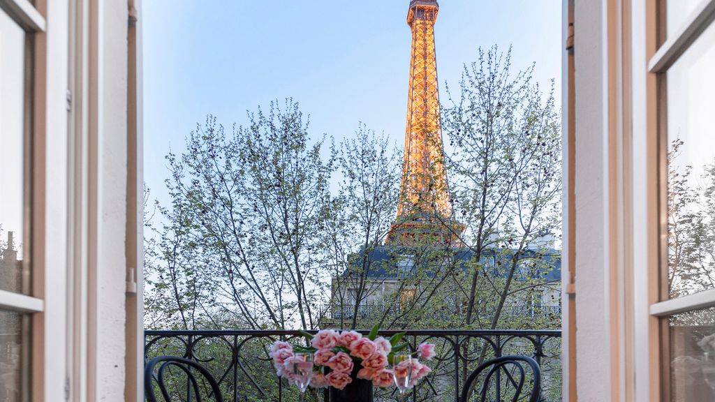 Ious Enchanting 1 Bedroom With Balcony And Instra Worthy Eiffel View Paris City Centre
