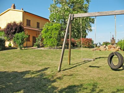 Photo for Lovely apartment in villa for 4 guests with WIFI, pool, TV, pets allowed and parking